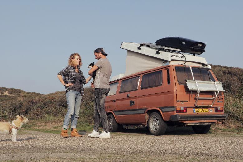 Portret Hedwig, Jeroen en de VW bus